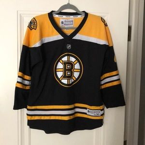 Young Men's Bruins hockey jersey - KRUG 47